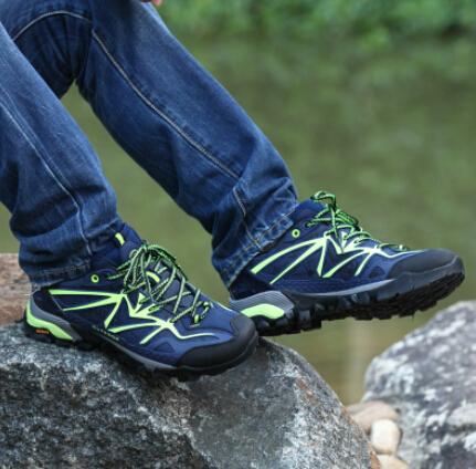 情侣户外登山鞋男鞋防水低帮徒步鞋女越野鞋
