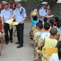 柳江县:为学生撑起一把安全防护伞