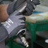 多给力WG-500通用丁腈作业手套耐磨抗油抓握力好舒适灵巧