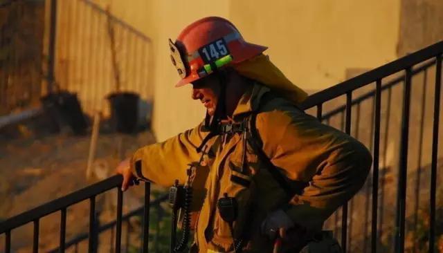 """消防员""""头""""等重要的大事!——消防头盔中的奥妙"""