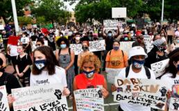 抗议活动折射美国社会情绪,疫情期如何应对压力?