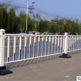 工厂直销市政道路隔离护栏喷塑锌钢护栏公路白色m型京式栏杆定做