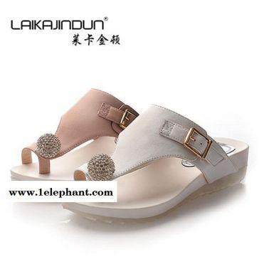 莱卡金顿 夏季新款凉拖鞋优雅女式坡跟防滑人字拖鞋鞋LK-A1502