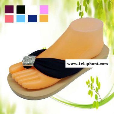 供应2013爆款雪纺大水钻平跟女鞋 镶钻人字拖鞋批发 坡跟女沙滩拖鞋