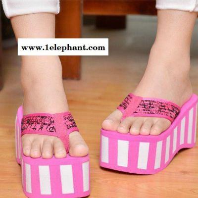 热卖夏季新款拖鞋坡跟的厚底高跟人字拖夹趾凉拖松糕凉拖鞋女夏