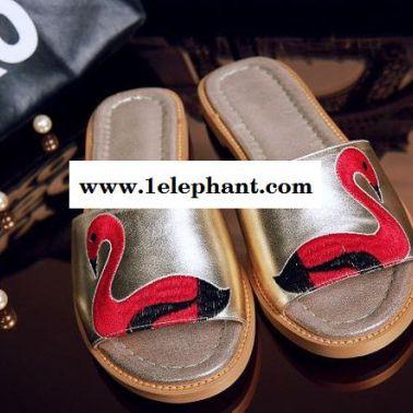 2015夏季女凉鞋  平跟露趾时尚真皮 拖鞋